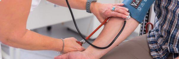 Více než polovina lidí s infarktem se dostane do nemocnice pozdě