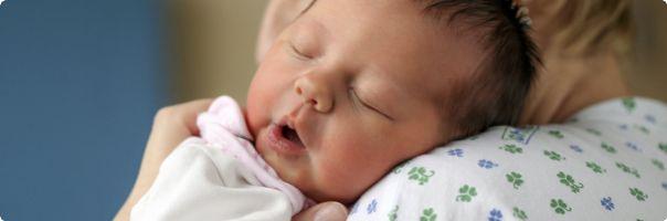 Porody vícerčat meziročně klesají, v roce 2010 jsme byli na špici Evropy