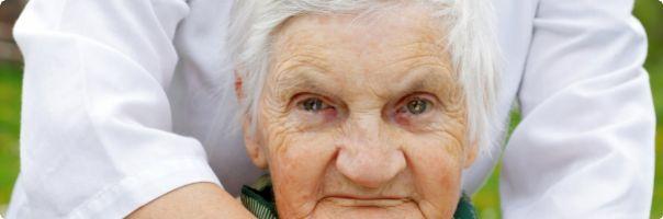 Být osamělý s demencí nemusí znamenat zůstat bez pomoci