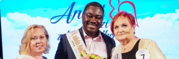 Anděl mezi zdravotníky: Titul získal gynekolog, který si sebou vozí porodnické kleště do rodné Afriky